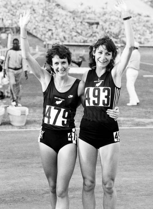 Anne Audain (#479) & Lorrain Moller take gold and bronze in 1982 Commonwealth Games 3000m.