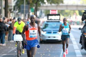 Kipsang breaks from Eliud Kipchoge in Berlin