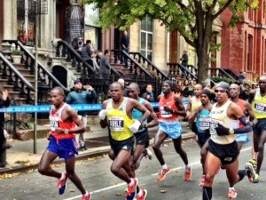 Geoffrey Mutai, Julius Arile & Meb on Lafayette Ave. in mile 8 (39:43, 4:47 8th mile