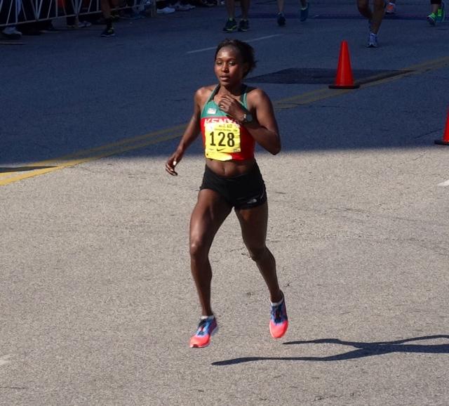 Sarah Kiptoo defends her women's marathon title in 2:34:58