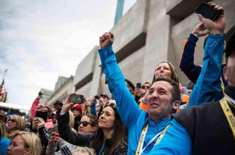 Boston crowd cheers Meb's win