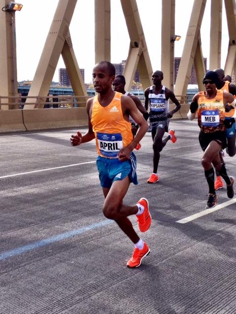 Lusapho April leads over Willis Avenue Bridge at 20 miles