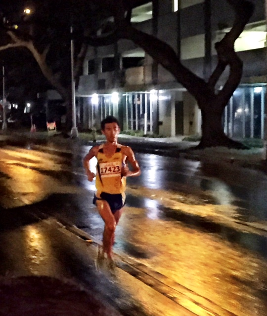 """For the second straight year Japan's Saeki Makino made an early break.  Training partner of Japan's fame """"citizen runner"""" Yuki Kawauchi, Makoni's most PR of 2:21:42 and his recent 2:30s marathon back home on November 23rd didn't translate into a potential Honolulu win. But off he went once again, pumping out an opening 4:54 mile and 10:06 at two.  Last year the trailing East Africans didn't realize he was out front under the cover of darkness, and they let him build a 1:45 lead by 10K and a 3:00 advantage at the half.  But this time former three-time champion Mbarek Hussein was running the first 15K, and let his compatriots know about Makoni-san."""