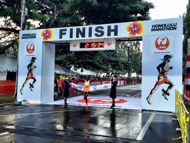 Wilson Chebet is the 2014 Honolulu Marathon champion at 2:15:33, running negative splits 68:40 - 66:43.
