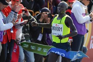 Moses Mosop wins Xiamen 2015 (Jiang Kehong photo)