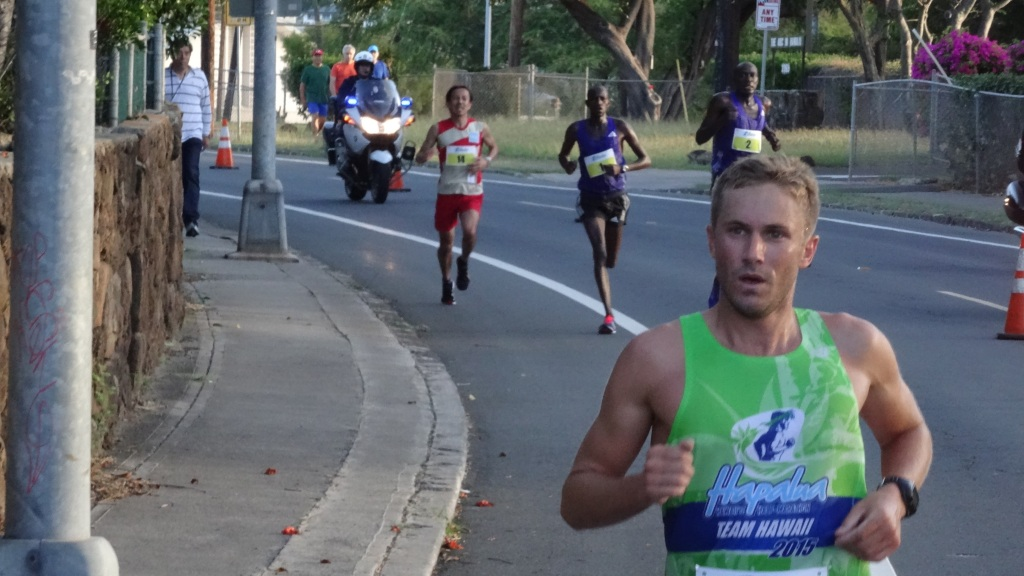 Team Hawaii's Ben Williams holding off chasers Kirui, Kemboi and Harada