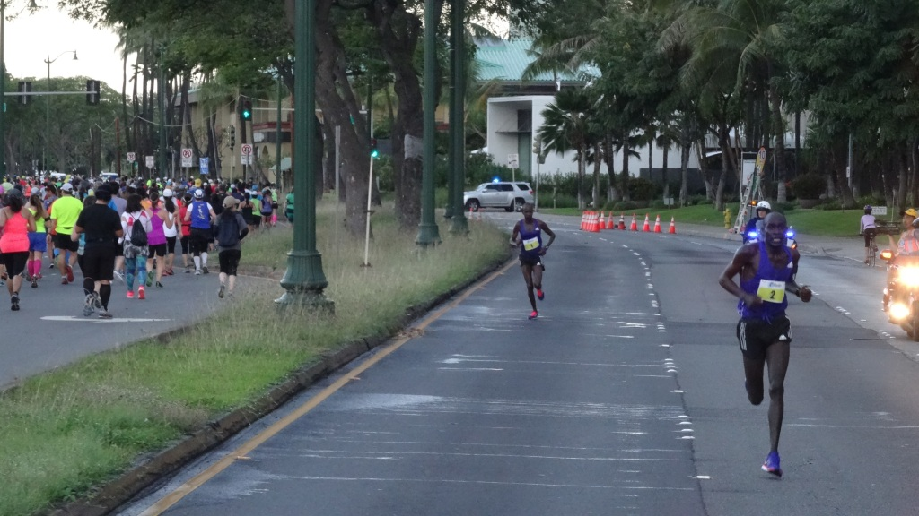 Kirui opens a lead in mile 7