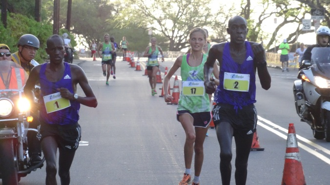 Kirui & Kemboi pass Team Hawaii's Johanna Apelryd down Diamond Head