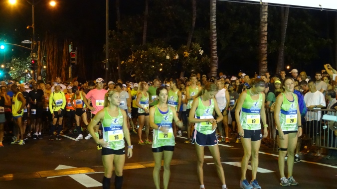 Group E at Waikiki Beach start with 18 minute head start