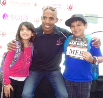 Meb hanging with young fans