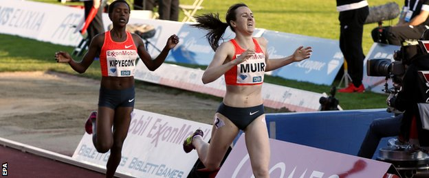England's Laura Muir holds off Kenya's Faith Kipyegon in 1500m