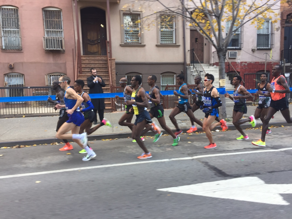 Ritz still driving 12-man pack at 15K - 45:45