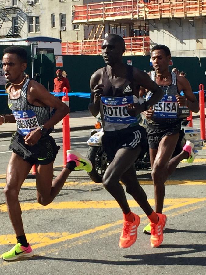 Big three run free. Ghebrslassie, Lucas Rotich & Lelisa Desisa pass halfway in 1:04:25